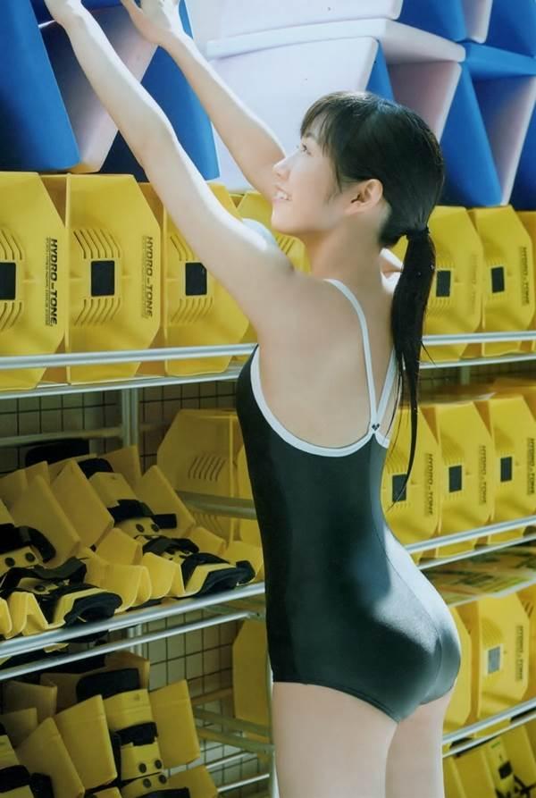 渡辺麻友 純白や水玉ビキニ、スクール水着画像「アイドル界を守ります」