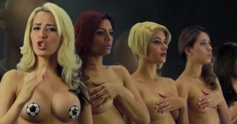 コパ・アメリカのためにベネズエラの女性8人がストリップしてる画像