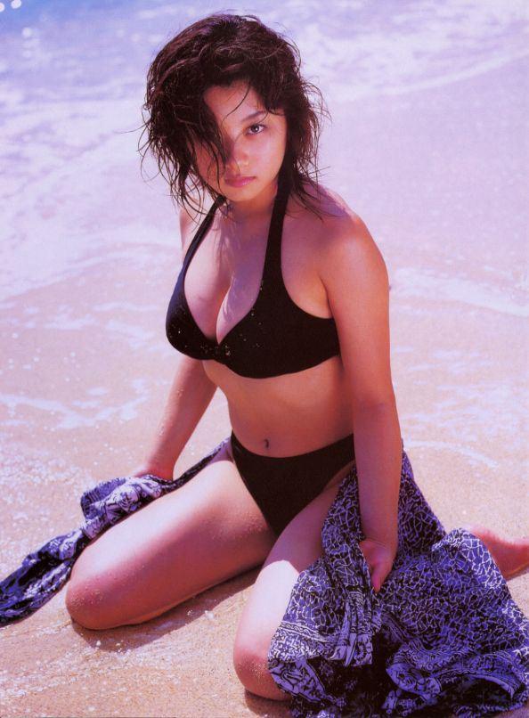 小池栄子の乳首透けてる水着写真画像