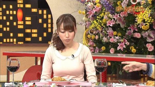 枡田絵理奈アナの巨乳バスト画像「料理を前にきゃぴきゃぴ」