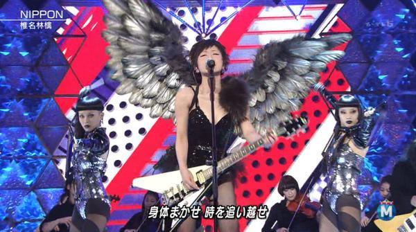 椎名林檎がねぶたバックにセクシーハイレグ全身網タイツエロ画像