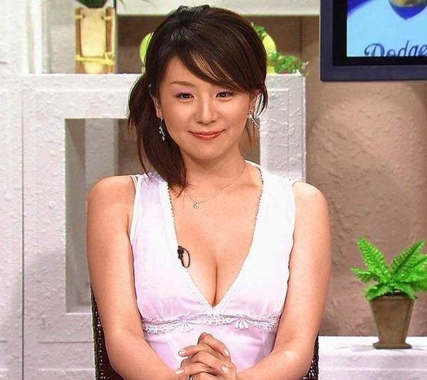 胸・バストに目がいってしまう注目女子アナ画像