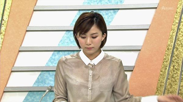 山本雪乃アナの報道中のテレビ画像