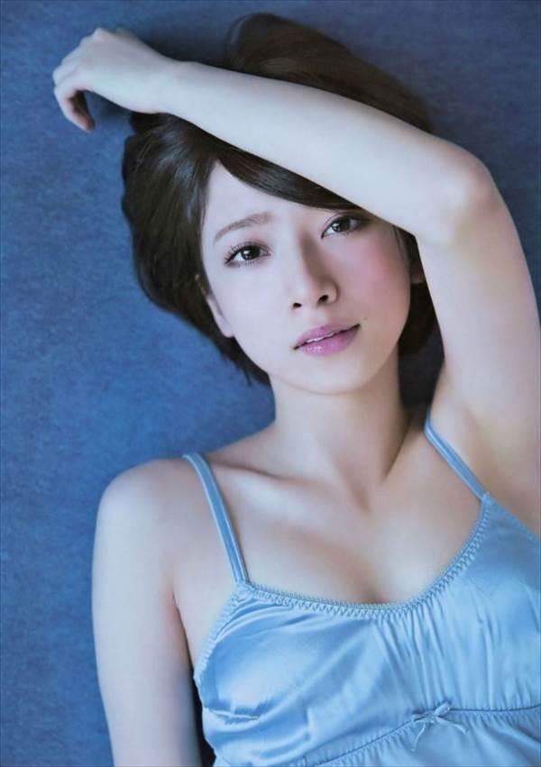 セクシー写真集発売の乃木坂46橋本奈々未の下着姿、裸にふとん、生足・太ももエロ画像