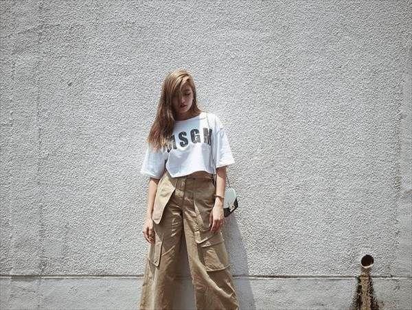 モデルのローラがInstagramでミニスカから見えるセクシーな生足・太もも画像