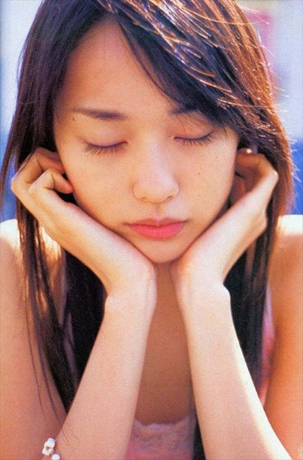 戸田恵梨香のジュニアアイドル時代のお宝水着など写真画像