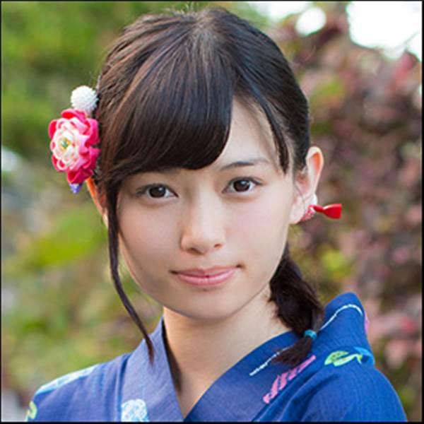 大家族貧乏生活を告白した2000年に一人の美少女アイドル滝口ひかりのビキニ水着画像