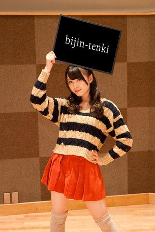 ℃-ute中島早貴のミニスカートから見えるエロい太もも・生足、ビキニ水着画像