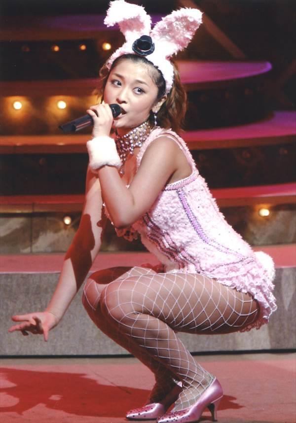 ハロー!プロジェクトの網タイツにバニーガールのエロ衣装画像