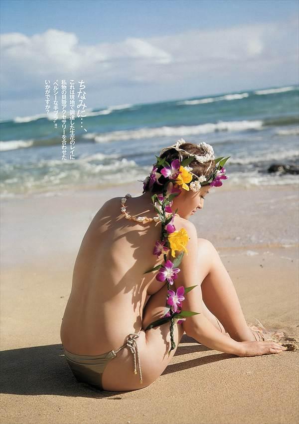 鈴木ちなみの水玉ビキニ水着でおっぱいがこぼれおちそうなエロ画像