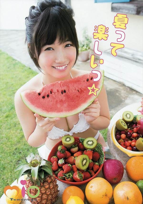 たまらないスケベ体型のHKT48朝長美桜のビキニ水着エロ画像