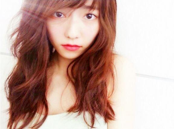 AKB48島崎遥香がインストグラムでウィンクしてキスミー写真画像