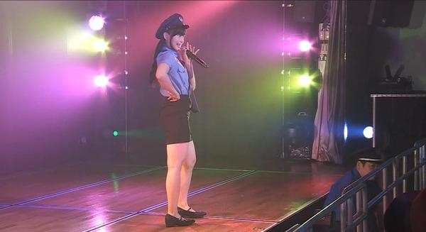 アイドルがカナース看護婦コスプレをしてミニスカートからエロすぎる生足太ももを見せてる画像