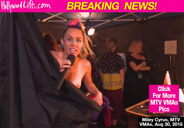 マイリー・サイラスが生放送の2015MTVビデオ・ミュージック・アワードで乳首おっぱいポロリエロ画像