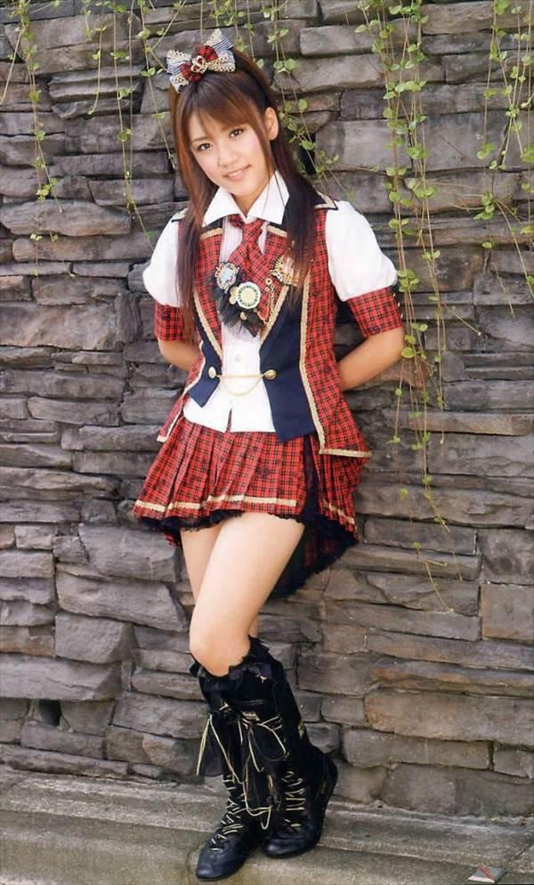 AKB48高橋みなみのミニスカ衣装から太もも画像、「将来の不安はありますね。 どういう風に日本はなっているのだろうか」