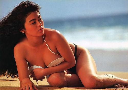 武田久美子の上半身裸でおっぱい胸丸見えに貝殻ビキニ画像