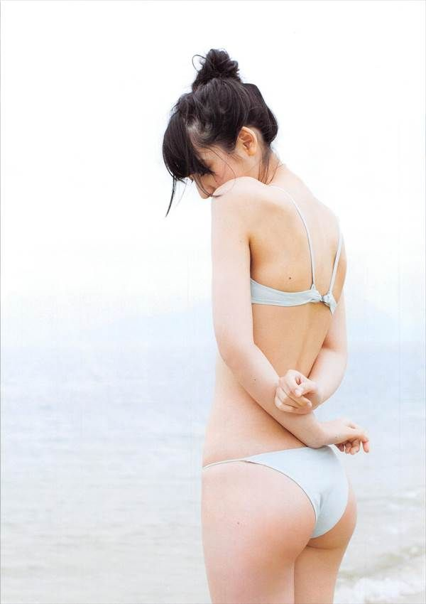 HKT48松岡菜摘のビキニ水着で入浴して水に濡れてる画像