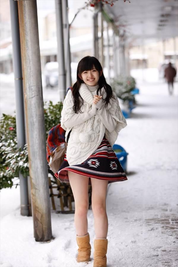 きものの老舗・鈴乃屋のイメージキャラクターをつとめる℃-ute鈴木愛理の縞々ビキニ水着画像