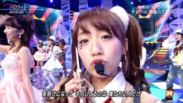 テレビでAKB48高橋みなみのハロウィン女子高生制服コスプレでエロい太もも画像