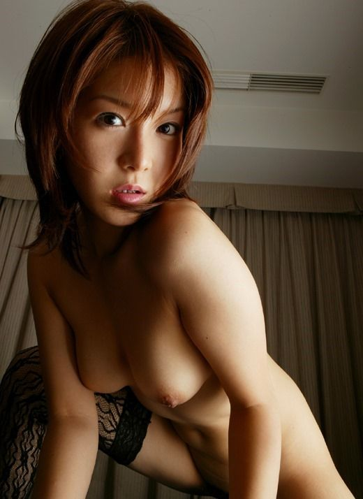 AV女優長澤リオンが全裸に黒ストッキングでクンニされてるエロ画像