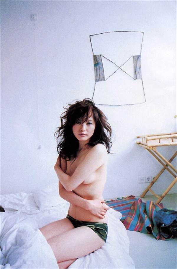 ビビアン・スーなど芸能人の全裸エロヌードでおっぱい乳首画像