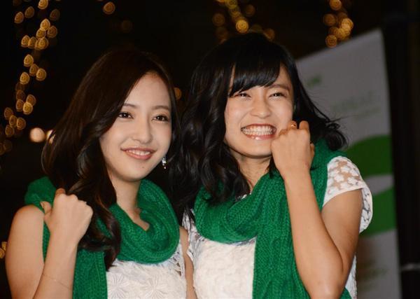 板野友美と小島瑠璃子の「表参道イルミネーション2015」の点灯式画像