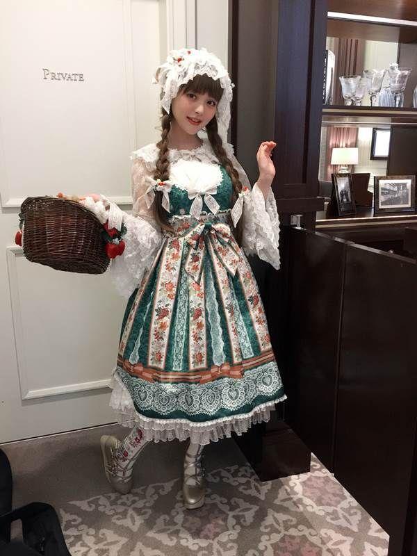 声優上坂すみれのお茶会でロリータファッション画像