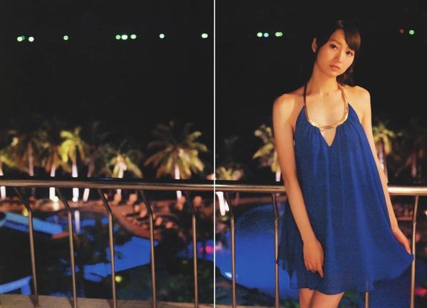 声優戸松遥のフリフリがついた下着っぽい黒ビキニ水着画像