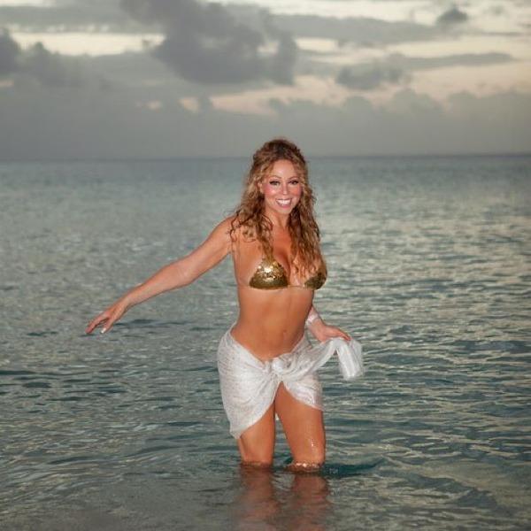 マライア・キャリーのビキニ水着で海にいる画像「少なくとも10年以上は昔の写真だよ」